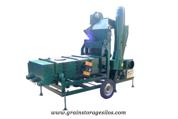 Vibrating screen for grain silo system
