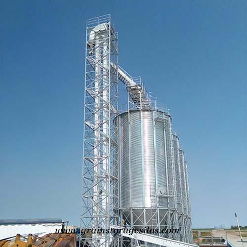 Grain bucket elevator for grain silos